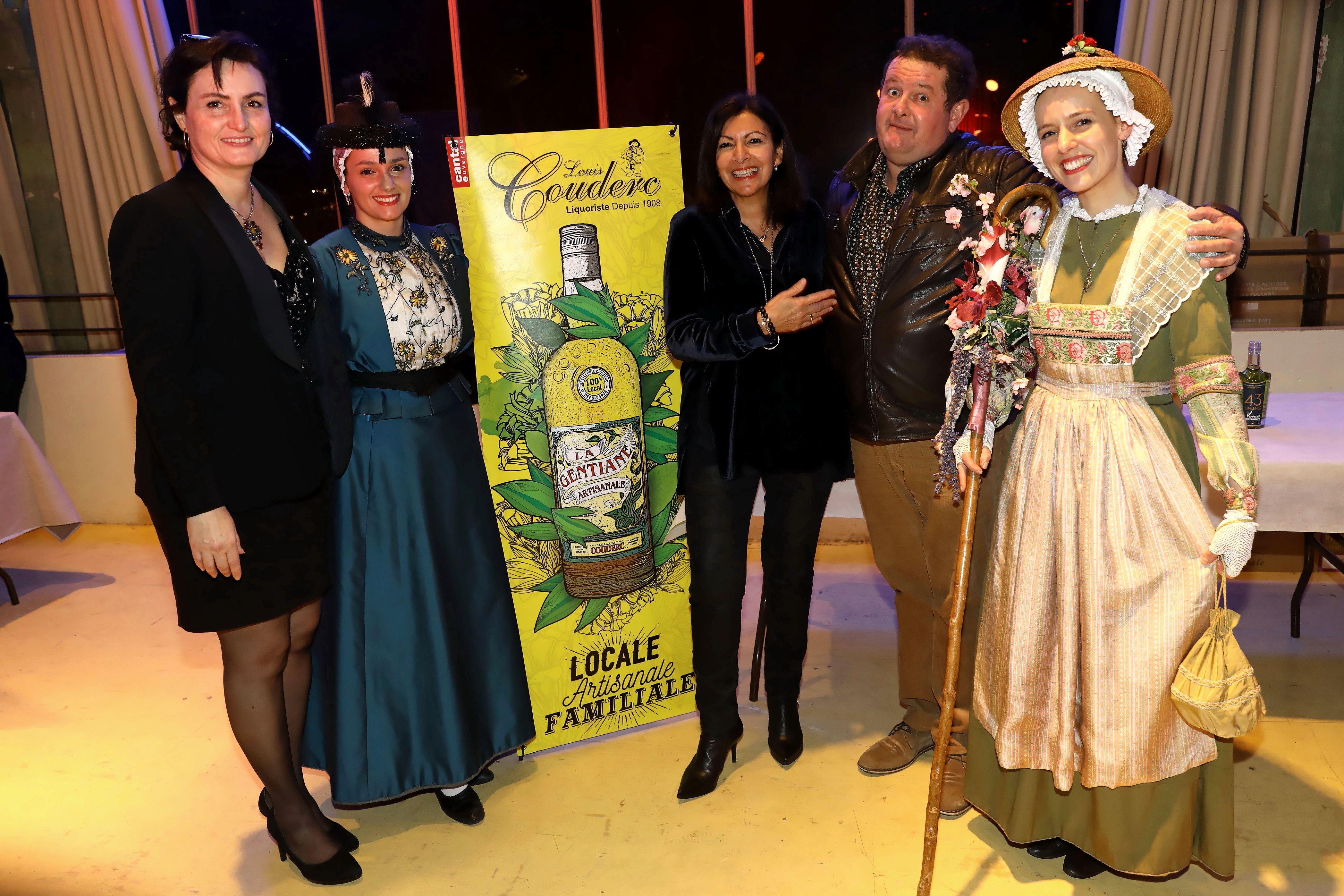 Sur un stand de la Nuit Arverne avec la maire de Paris Anne Hidalgo