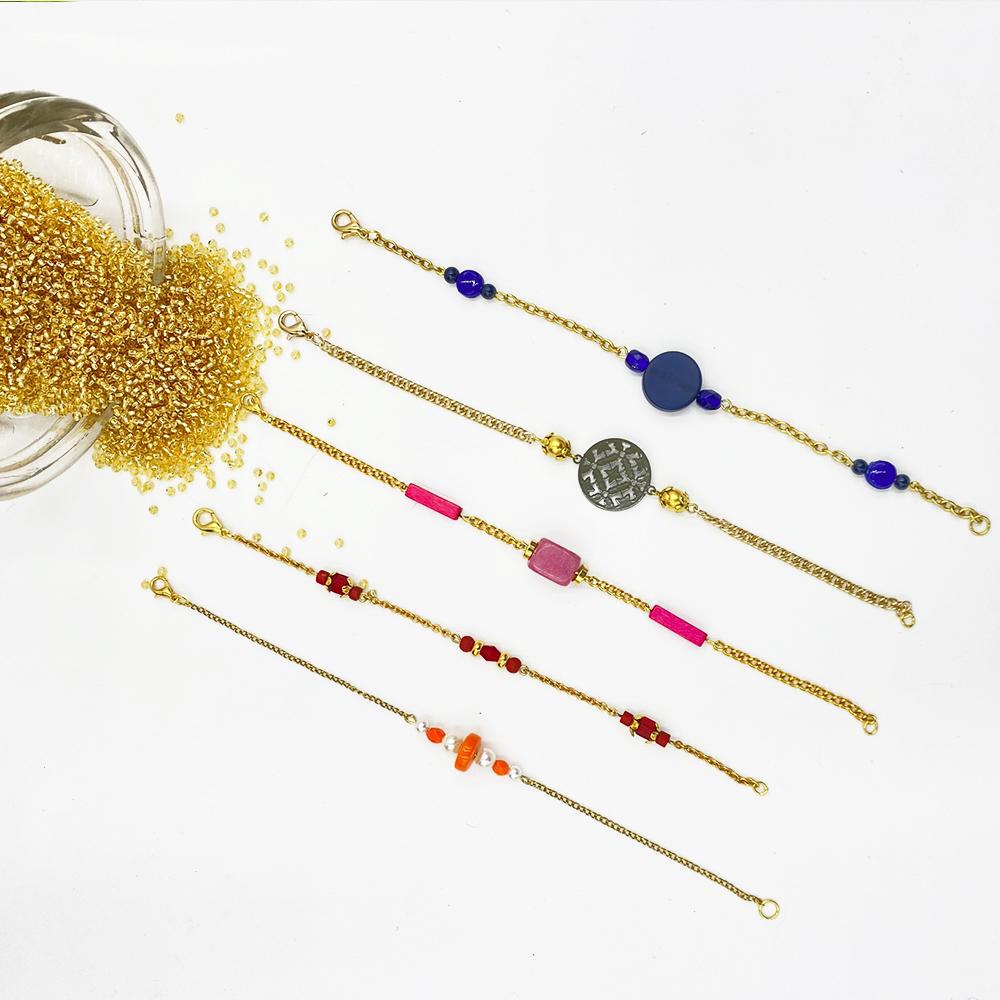 Bracelets fins en chaîne dorée et perles - 10€ unité