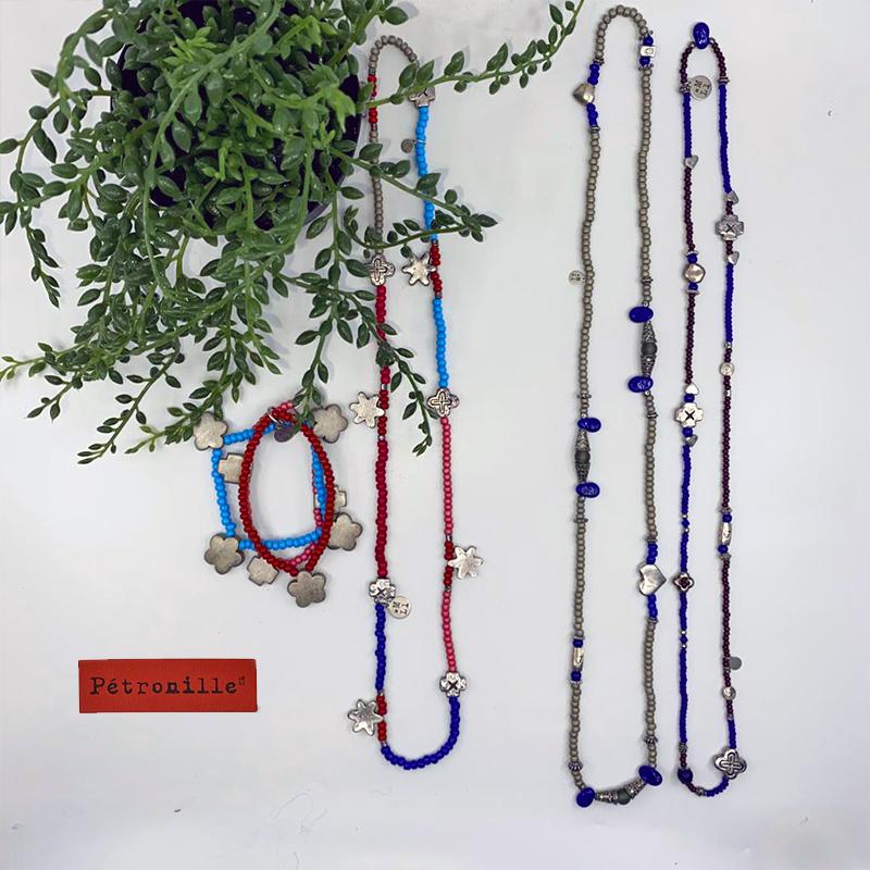 Bracelets et sautoirs en perles : entre 15€ et 20€