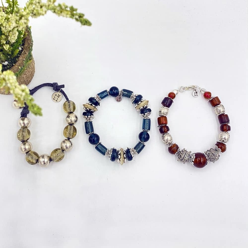 Bracelet en perles de verre et métal argenté - 15€ et 25€