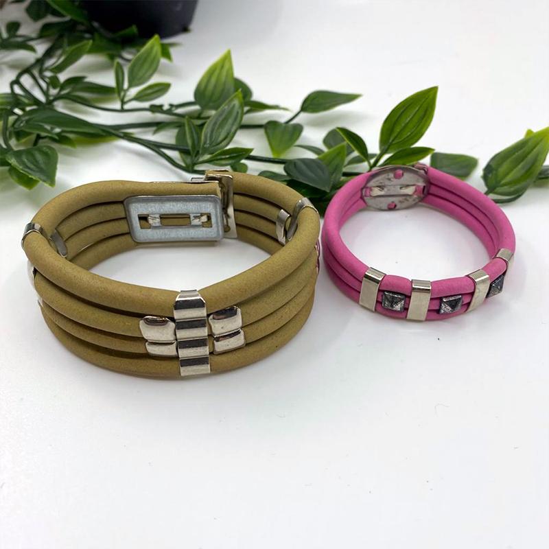 Bracelet caoutchouc couleur et empiècements en argent métalisé - Kaki : 25€ et Rose : 20€
