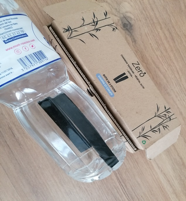 Charbon végétal de bambou - Gourde - Boîte 2 bâtons pour 1 an de purification d'eau 15€