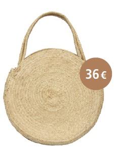 SAC ROND JIMA : Ce panier, tressé avec des feuillesde palmier a une jolie forme ronde.Il complète à merveille les tenuesestivales grâce à son format et à samatière à la fois neutre et tendance.Dimensions : Diamètre : 35 cm /Epaisseur : 4 cm / Anses : 12 cm